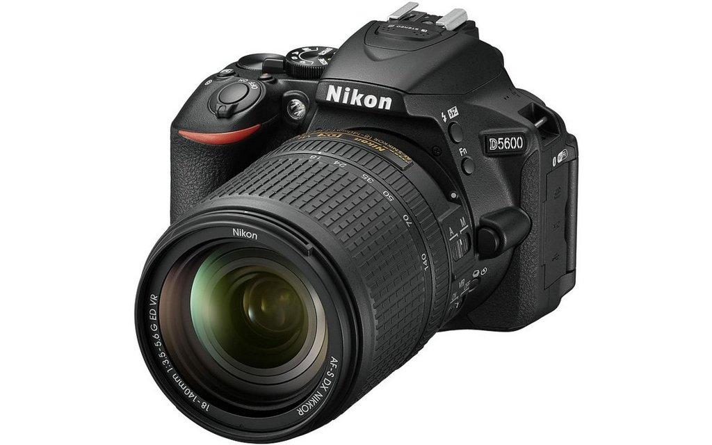 NIKON D5600 kit AF-S 18-140 VR